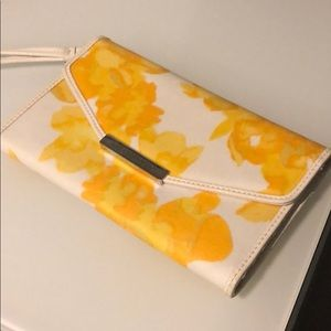 Yellow flower clutch